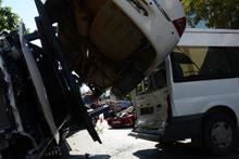 Beykoz'da TIR dehşeti! Araçlara çarpıp devrildi