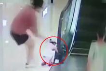 AVM'de korkunç olay! Eli yürüyen merdivene sıkıştı
