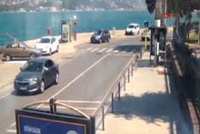 Sarıyer'de otomobilin denize düşme anı kamerada