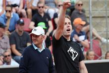 İsveç Açık Tenis Turnuvası'nda ırkçı bir eylemci korta girdi ve Nazi sloganı attı