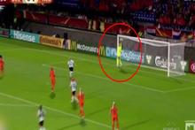 Kadın futbolcu Wullaert yanlışlıkla gol attı