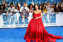 Rihanna'nın elbise seçimi gözleri şaşı etti