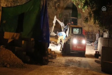 İsrail polisi Mescid'i Aksa'nın kapısındaki demirleri kaldırdı