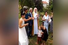 Hasan Mezarcı düğünde havarileriyle göbek atıyor