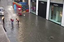 Yağmur sonrası Taksim sular altında kaldı..