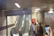Metroda çekilen görüntüler inanılmaz! Dolu şelalesi