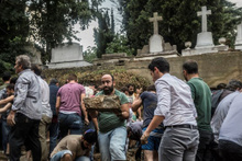 Şişli Ermeni Mezarlığı'nın duvarı yıkıldı yaralılar var