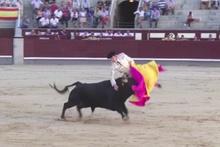 Boğa güreşi festivali faciaya dönüştü! 2 matador...