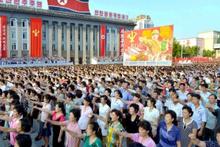 Kuzey Kore'de savaş alarmı binlerce kişi meydanlara indi