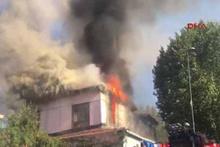 Tarihi hamam alev alev yanıyor