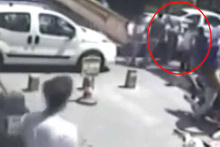 Denizli'de iki kadının trafik tartışması 'tekme tokat' kavgaya dönüştü