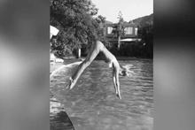 Çağla Şıkel'de havuza muhteşem atlayış!