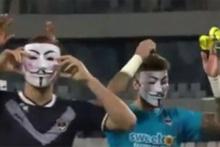 Bordeaux futbolcuları taraftardan maskeyle özür diledi