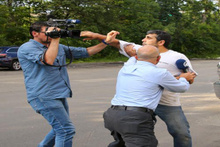 FETÖ'cü iş adamının müdürü AA ekibine odunla saldırdı