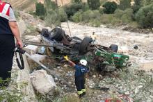 Kontrolden çıkan TIR yol kenarındaki aileye çarptı: 3 ölü 3 yaralı