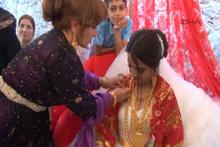 5 bin kişilik aşiret düğününde gelin altınları taşıyamadı