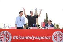 Samir Nasri, Antalyaspor'a imza attı