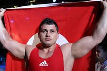 Milli güreşçi Rıza Kayaalp, Dünya Şampiyonu oldu