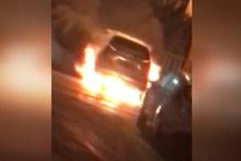 Kağıthane'de park halindeki araç alev alev yandı