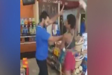Market çalışanıyla kadın müşteri birbirine girdi