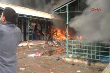 Pakistan'da açık halk pazarında yangın... Yüzlerce dükkan kül oldu