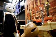 Japon firmanın ürettiği robot Budist rahip cenaze törenlerini yönetecek