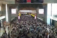 Tokyo metrosunda insan seli