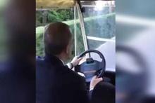 Cumhurbaşkanı golf arabası kullandı