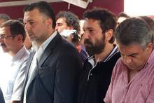 Halil Sezai, gözyaşları içinde babasını toprağa verdi