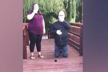 Evlilik teklifi yaparken yüzüğü nehre düşüren şanssız adam