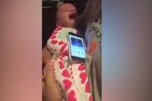 Şampiyonlar Ligi müziğini duyunca susan bebek