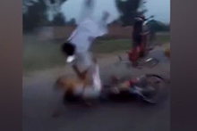 İnanılmaz kaza: Motosikletler kafa kafaya çarpıştı!