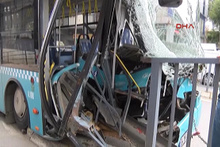 Gaziosmanpaşa'da özel halk otobüsü kaza yaptı