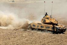 Habur'da TSK'nın tatbikatında tanklara manevra ve taarruz eğitimi