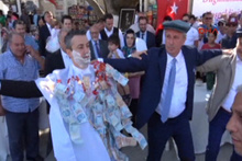 CHP'li İnce, oğlunun köy düğününde böyle oynadı