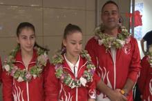 Altın madalya kazanan milli takımlar havalimanında karşılaştı