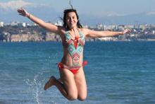 Antalya'da yeni yılın ilk gününde deniz keyfi