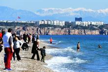 Burayı sakın başka ülke zannetmeyin 1 Ocak'ta herkes denize girdi!