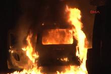 Beyoğlu'nda seyir halindeki polis aracı alev alev yandı
