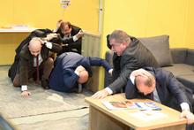 Başbakan yardımcıları depreme yakalandı o anlar görüntülendi