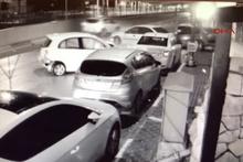 9 aracın karıştığı zincirleme trafik kazası güvenlik kamerasına böyle yansıdı