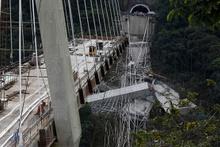 Kolombiya'da dev köprü koptu! Çok sayıda ölü var