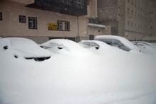 137 cm kar var: Tatilciler araçlarını zor buldu!