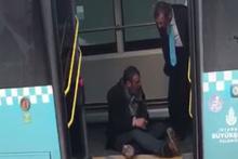 Tinerci, otobüsten inmeyince şoförü çileden çıkardı