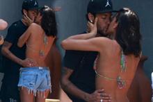 Neymar uzatmalı sevgilisiyle dudak dudağa!