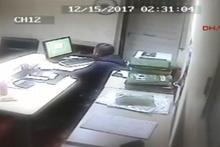 Caminin bilgisayarını fotoğraf paylaştıktan sonra çaldı