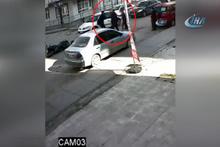 Sürücülerin kavgası güvenlik kamerasına yansıdı