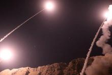İran, Suriye'ye füze saldırısı düzenledi