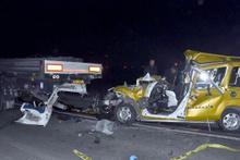 TIR'a arkadan çarpan araçta 2 kişi öldü