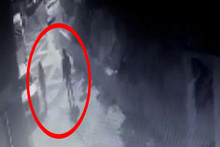 Sinsi tacizci kameraya böyle yakalandı! Şok görüntüler